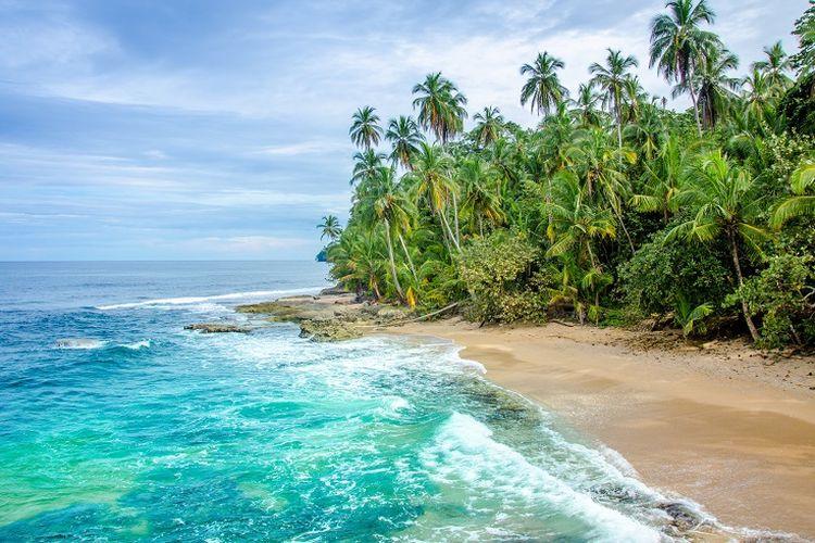 Ilustrasi Kosta Rika - Pemandangan sebuah pantai di Kosta Rika.