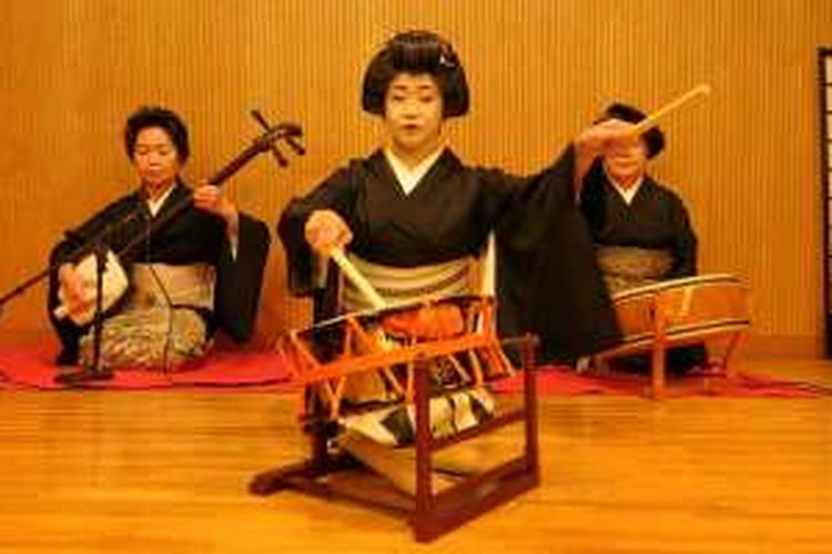 Seni tradisional Jepang di Hotel Fujinoya Yutei.