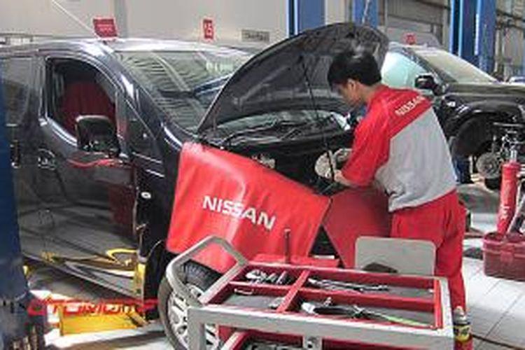 Aktivitas di salah satu bengkel Nissan
