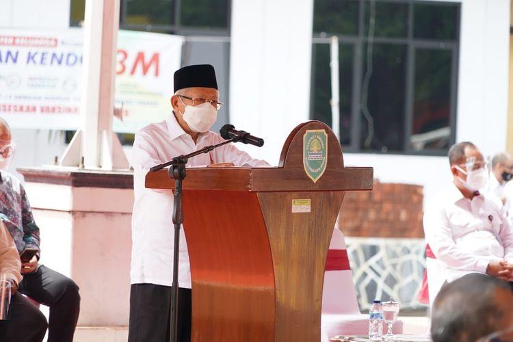Wakil Presiden Ma'ruf Amin saat berkunjung ke lokasi banjir di Subang, Jawa Barat, Sabtu (13/2/2021).