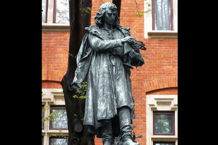 Patung Nicolaus Copernicus di kota Krakow, Polandia.