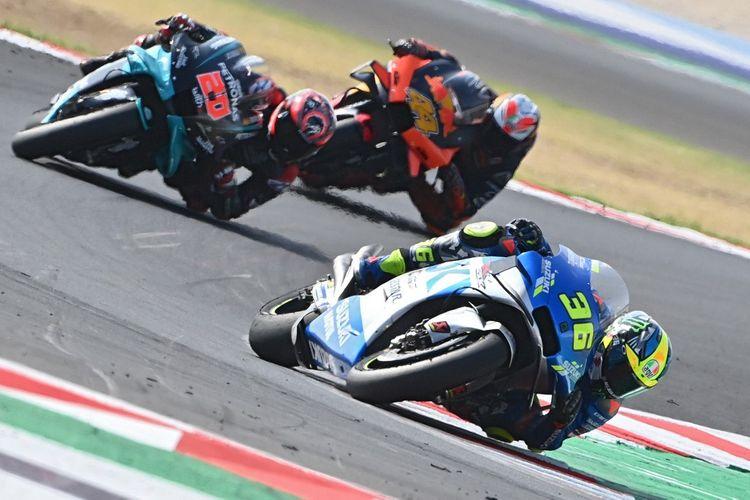 Joan Mir saat balapan di MotoGP Emilia Romagna. (Photo by ANDREAS SOLARO / AFP)