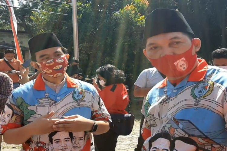 Bakal pasangan calon Wali Kota dan Wakil Wali Kota Solo, Gibran Rakabuming Raka-Teguh Prakosa kompak memakai baju dengan motif sama di Solo, Jawa Tengah, Kamis (30/7/2020).