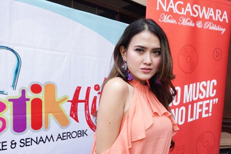 Penyanyi dangdut Meggy Diaz saat ditemui di acara peluncuran VCD Karaoke New Funtastik Hits di Upnormal Raden Saleh, Cikini, Jakarta Pusat, Senin (30/7/2018).
