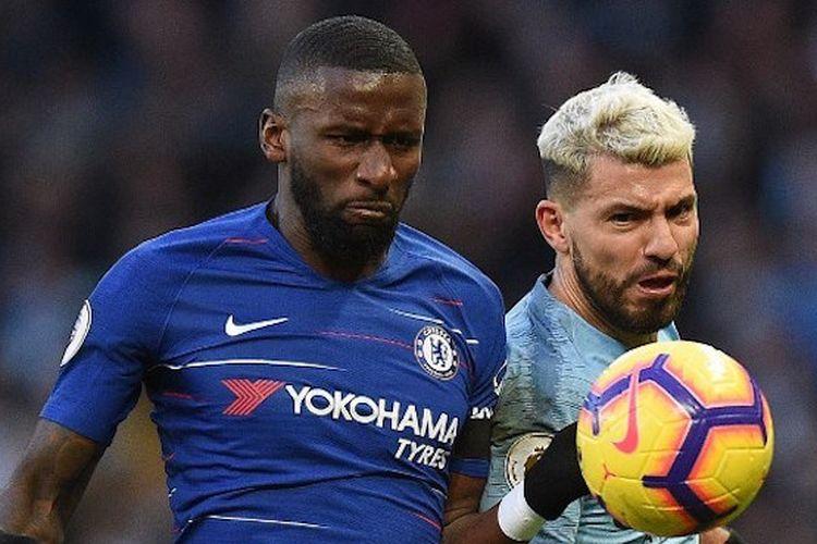 Antonio Ruediger mengawal Sergio Aguero pada pertandingan Manchester City vs Chelsea di Stadion Etihad dalam lanjutan Liga Inggris, 10 Februari 2019.