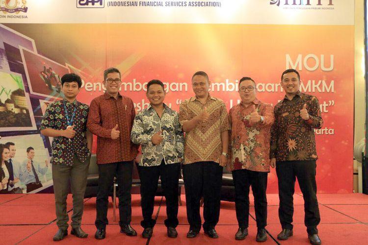 Manajemen Fifgroup dan konsumen dalam talk show Geliat Usaha Rakyat.