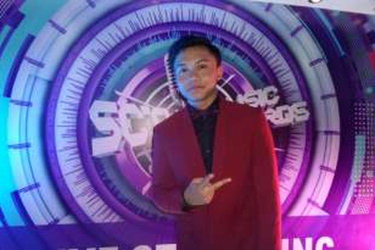 Vokalis Rizky Febian saat diabadikan di Daan Mogot, Jakarta Barat, Kamis (28/4/2016).
