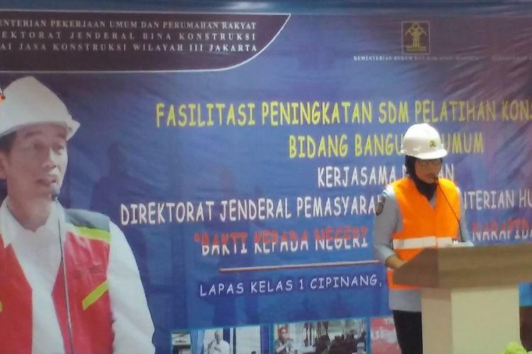 Dirjen Pemasyarakatan Kemenkum dan HAM Sri Puguh Utami memberikan sambutan dalam pelatihan tenaga kerja konstruksi di Lapas Cipinang, Jakarta, Senin (30/7/2018).