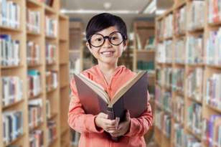 Minat baca anak Indonesia masih rendah.