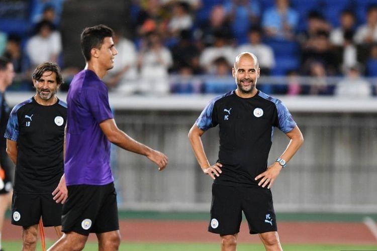 Pep Guardiola memimpin latihan Manchester City jelang laga kontra Yokohama F Marinos di Yokohama Stadium, Yokohama, pada 26 Juli 2019.