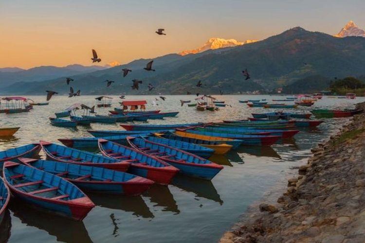 El lago Feva en Pochara es un gran lugar para ver las vistas icónicas de Machapuchare y Annapurna.