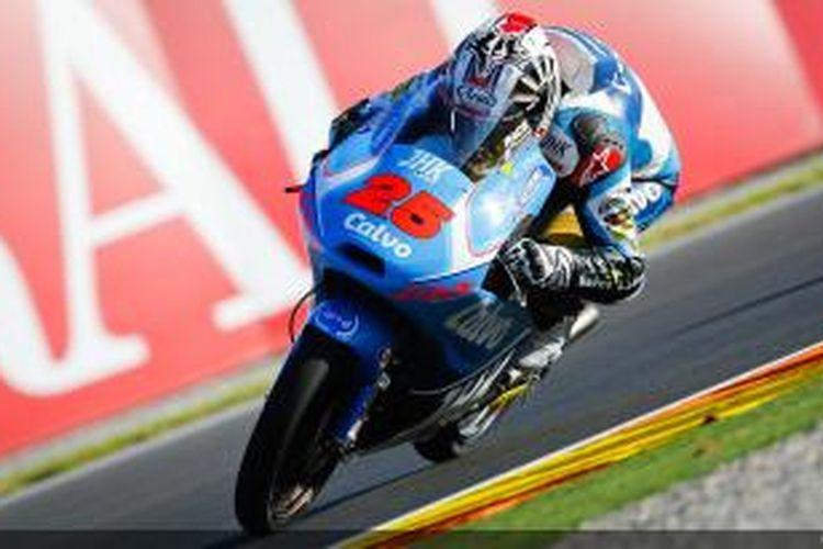 Pebalap Moto3, Maverick Vinales memacu motornya di Sirkuit Valencia pada GP Valencia, Minggu (10/11/2013).