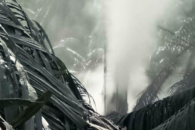 Warga Desa Seunebok Lapang, Kecamatan Peureulak Timur, Kabupaten Aceh Timur, dikejutkan dengan munculnya semburan gas bercampur lumpur setinggi tujuh meter di salah satu kebun milik warga desa itu, Rabu (31/7/2019).