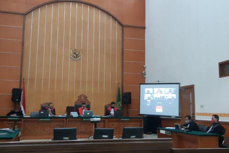 Sidang putusan kasus penusukan mantan Menkopolhukam Wiranto di Pengadilan Negeri Jakarta Barat, Palmerah, Kamis (25/6/2020)