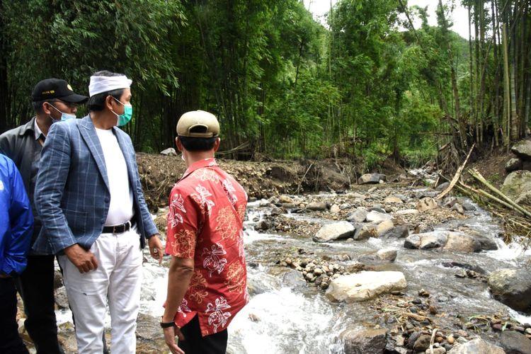 Wakil Ketua Komisi IV Dedi Mulyadi saat meninjau lokasi banjir bandang di Kabupaten Bogor, Kamis (28/1/2021).