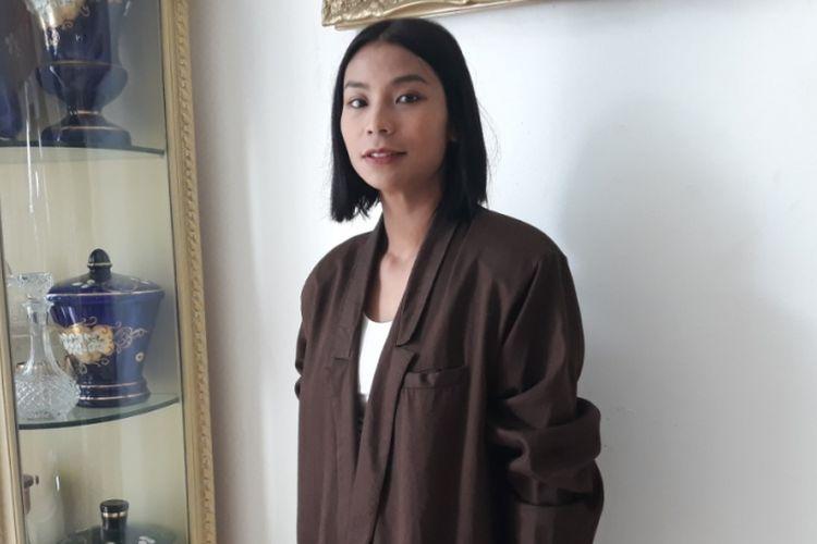 Aktris pemeran hantu Asih, Shareefa Daanish, diabadikan di sela shooting di kawasan Bukit Cinere Indah, Depok, Jawa Barat, Rabu (11/10/2018).