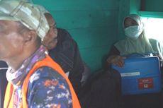 Cerita Arina Pangku Kotak Biru Berisi Vaksin Covid-19, Naik Kapal Penumpang Selama 4 Jam Menuju Pulau Aceh