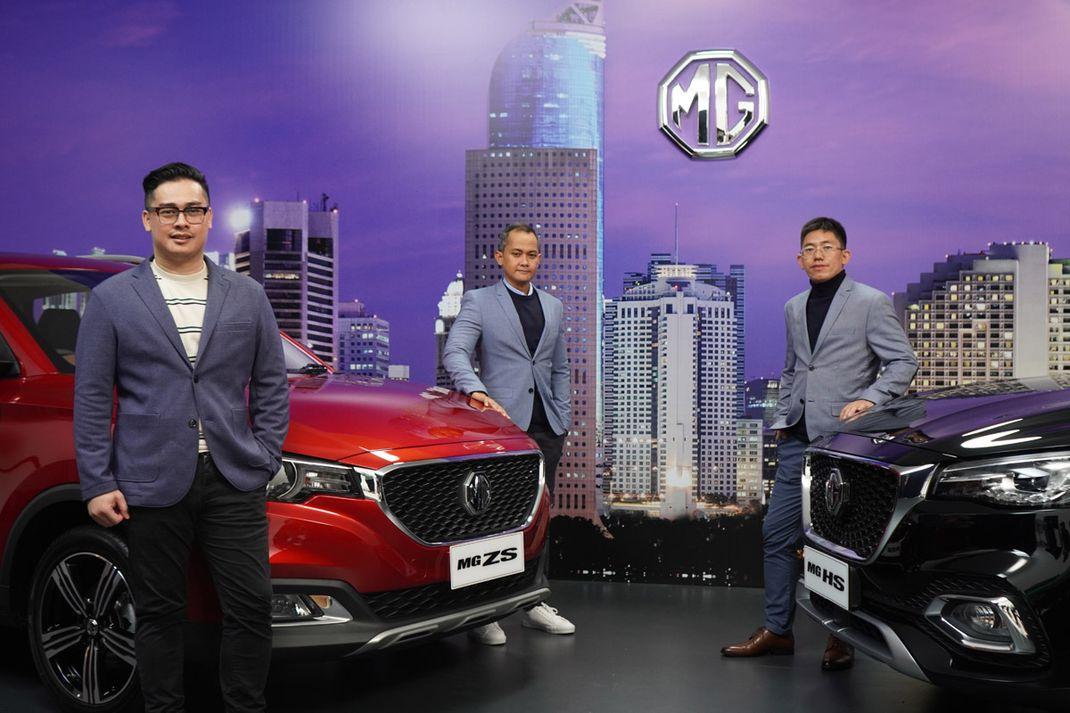 MG Motor Indonesia resmi menghadirkan MG ZS, Selasa (24/3/2020). Produk SUV ini hadir dengan beberapa fitur menarik dengan dua varian yakni Excite Rp 255,8 juta serta Ignite yang dibanderol Rp 289,8 juta. Di akhir perkenalan ZS, managemen MG Motor Indonesia juga memperlihatkan MG HS produk yang sebentar lagi juga akan dibawa ke Indonesia.
