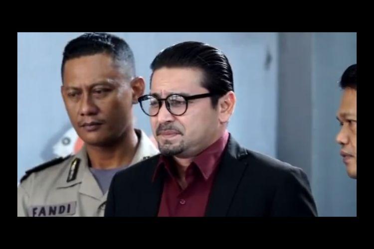 Cuplikan Sinetron Dari Jendela SMP episode 136, Pak Lukman ditahan Polisi. Tayang malam ini Rabu (07/10/2020) di SCTV