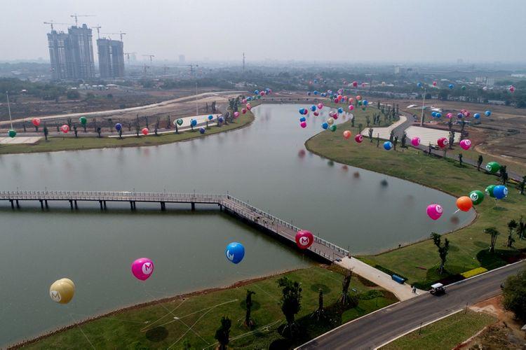 Foto udara kawasan Central Park di kawasan Kota Baru Meikarta, Cikarang, Bekasi, Jawa Barat, Senin (4/9/2017). Meikarta telah membangun central park, yakni sebuah taman terbuka hijau seluas 100 hektar. Taman ini memiliki berbagai tanaman, lengkap dengan kebun binatang mini hingga jogging track.