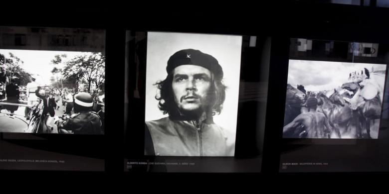 Siapa yang tak kenal dengan foto wajah Che Guevara. Foto itu diambil dengan menggunakan kamera Leica. Pengunjung menyaksikan galeri sejumlah foto legendaris yang diambil dengan kamera Leica.