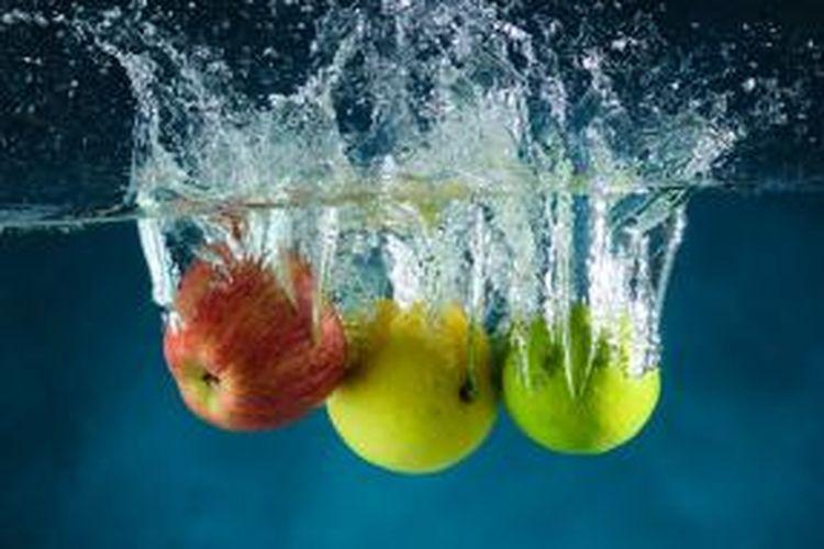Cuci buah dan sayur dengan teliti.