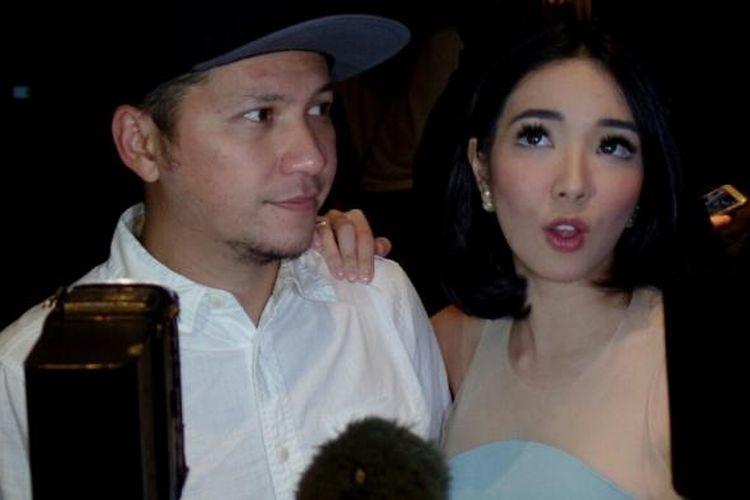 Gading Marten dan Gisella Anastasia menghadiri pemutaran perdana film Jakarta Undercover di Epicentrum Walk XXI, Kuningan, Jakarta Selatan, pada Selasa (21/2/2017).