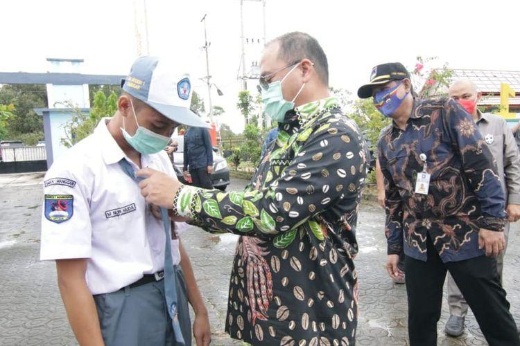 Dalam proses penilaian, PB PGRI tidak hanya mengacu pada laporan kerja gubernur, tetapi juga meverifikasi dan klarifikasi secara ketat kepada para penerima, baik honorer maupun pegawai aparatur sipil negara (ASN).