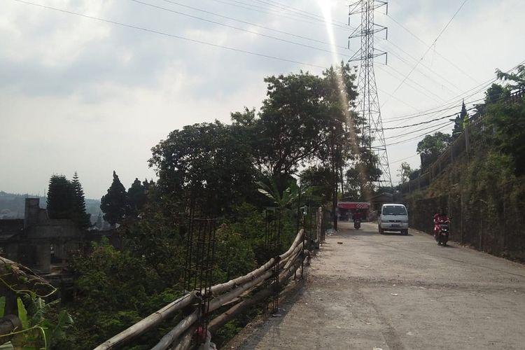 Kawasan Puncak Bogor yang terdiri dari tiga kecamatan yaitu, Ciawi, Cisarua dan Megamendung tercatat memiliki ribuan bangunan dengan lingkungan hutan dan paling rawan terdampak bencana alam.