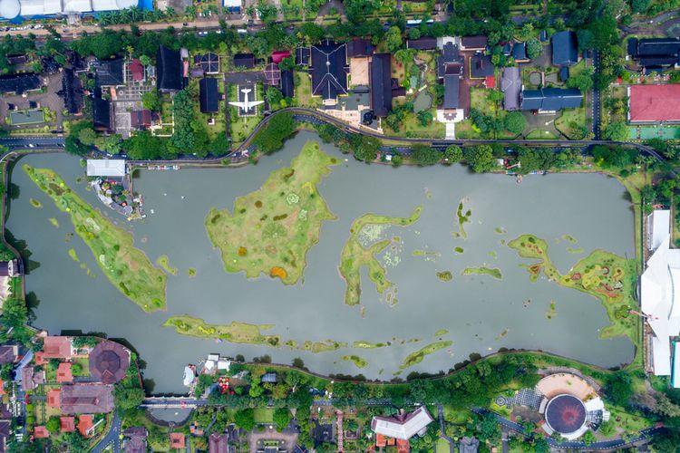danau miniatur arsipel Indonesia di TMII, Jakarta