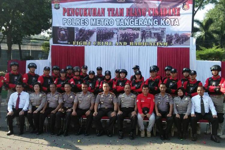 Anggota tim Elang Cisadane diabadikan usai dikukuhkan di Polres Metro Tangerang, Jumat (9/6/2017) siang. Tim ini merupakan tim khusus yang menangani kejahatan jalanan di Kota Tangerang, termasuk penanganan kasus persekusi.