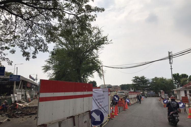 Jalan Manggarai Utara 1 tepatnya di depan lobi Stasiun Manggarai, Jakarta Selatan ditutup sementara.