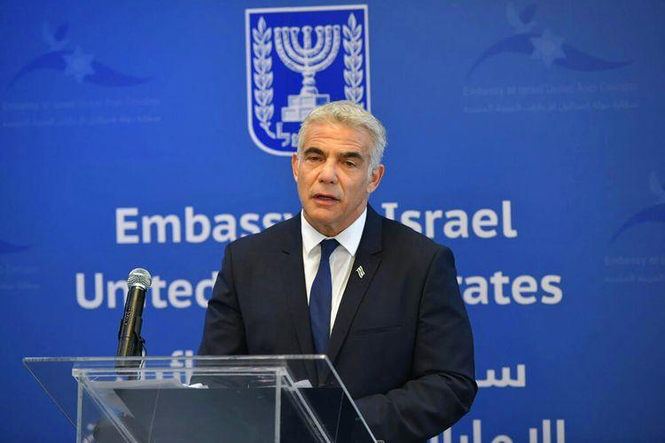 Menteri Luar Negeri Israel Yair Lapid berpidato saat peresmian Kedutaan Besar Israel di Abu Dhabi, Uni Emirat Arab (UEA), Selasa (29/6/2021).