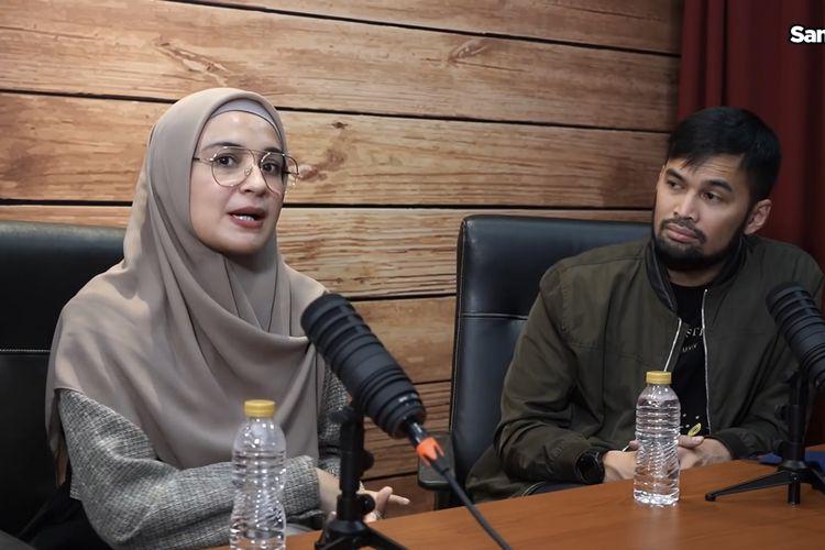 Shireen Sungkar dan Teuku Wisnu sedang berbincang dengan Sandiaga Uno. (Bidikan YouTune Sandiuno TV).