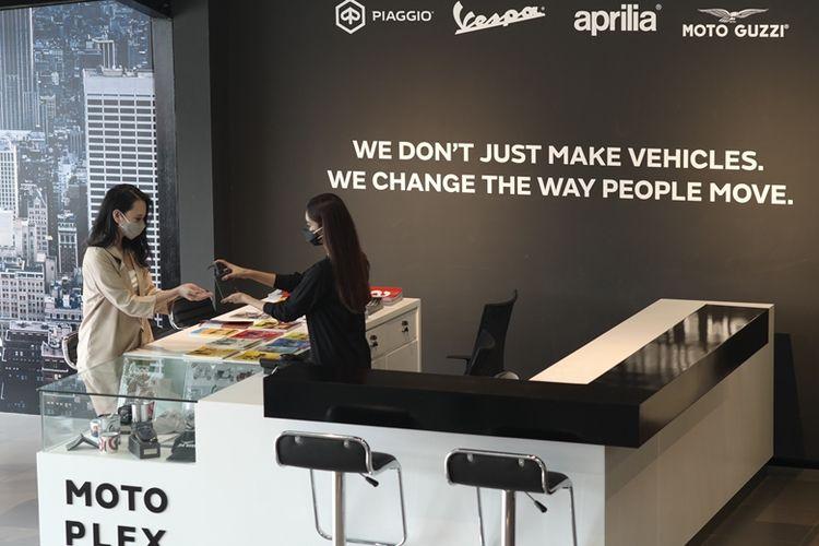 PT Piaggio Indonesia menerapkan protokol kesehatan ketat di Gaia Moto Antasari, dealer premium terbaru yang mengusung konsep Motoplex.