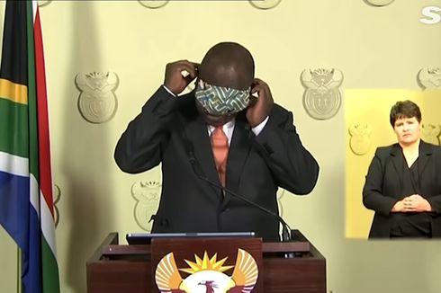 Jadi Guyonan Netizen karena Kesulitan Pakai Masker, Presiden Afrika Selatan Ikut Tertawakan Dirinya Sendiri