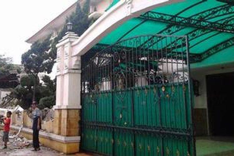 Galeri Pagar Rumah Mewah  rumah jenderal di kampung srikandi tak ikut digusur
