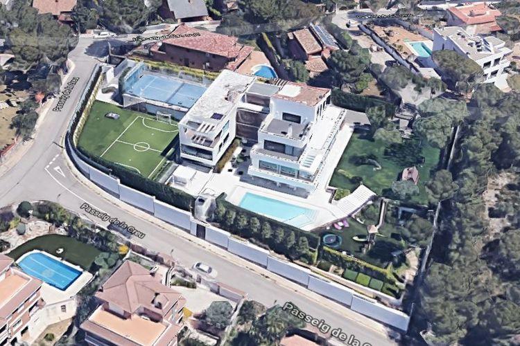 Rumah mewah Lionel Messi di Bellamar, Castelldefels, yang terletak sekitar 26 kilometer ke arah barat Stadion Camp Nou.