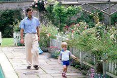 Hari Ayah, Pangeran Charles Unggah Foto Kenangan Bersama Putranya