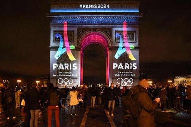 Peluncuran logo kampanye Paris sebagai tuan rumah Olimpiade 2024 di Arc de Triumph, Selasa (9/2/2016).