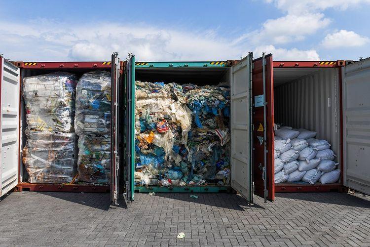 Kontainer berisi limbah sampah plastik yang ditemukan di pelabuhan di Kuala Lumpur, Malaysia, pada Mei lalu.