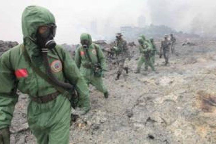 Militer China mengirim tim khusus yang terlatih menangani situasi darurat berkaitan dengan zat kimia.