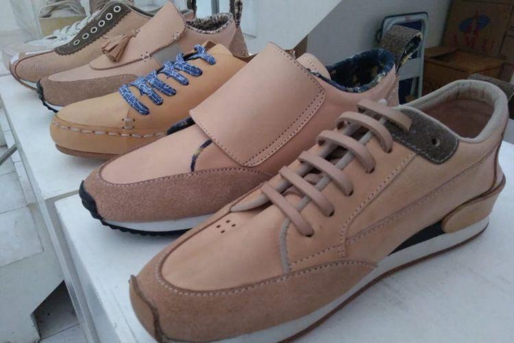 Sepatu produksi Pijakbumi menggunakan bahan dan cara pembuatan yang ramah lingkungan.