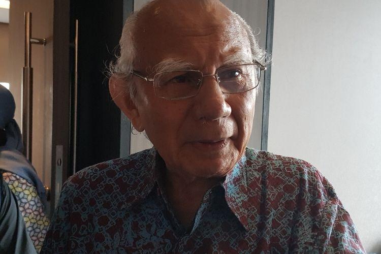 Cendekiawan Emil Salim saat ditemui usai diskusi Walhi bertajuk Menakar Komitmen Pemenuhan Hak atas Lingkungan Hidup dan HAM dalam Lima Tahu ke Depan di Hotel Mercure Gatot Subroto, Jakarta Selatan, Selasa (3/12/2019).