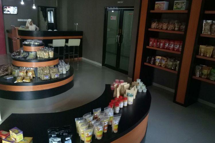 Pemerintah Kabupaten Trenggalek memamerkan produk UMKM di sebuah galeri yang terletak di lantai satu Kantor Dinas Penanaman Modal.