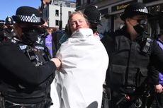 Wanita Telanjang Dada Muncul di Pemakaman Pangeran Philip