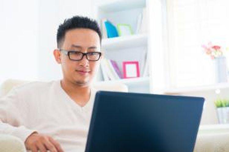 Perkuliahan secara online diadakan berupa forum diskusi dalam sistem berbentuk blog. Pada forum diskusi itulah, kemudian dosen mencetuskan topik diskusi dengan berpedoman pada silabus perkuliahan.