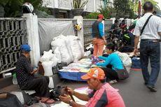Kehadiran PKL Kota Tua Dikeluhkan, Sekaligus Dinanti