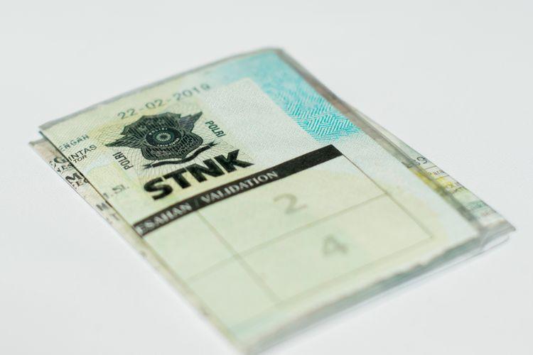 Ilustrasi STNK, Bayar pajak motor online dan cara bayar pajak motor online.