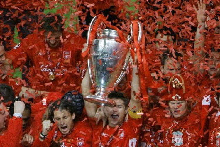 Skuad Liverpool saat merayakan kemenangan Liga Champions 2005.